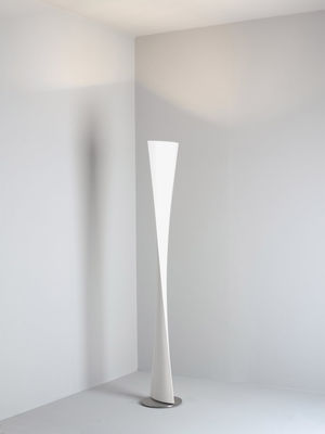 lampadaire polaris blanc fontana arte made in design. Black Bedroom Furniture Sets. Home Design Ideas