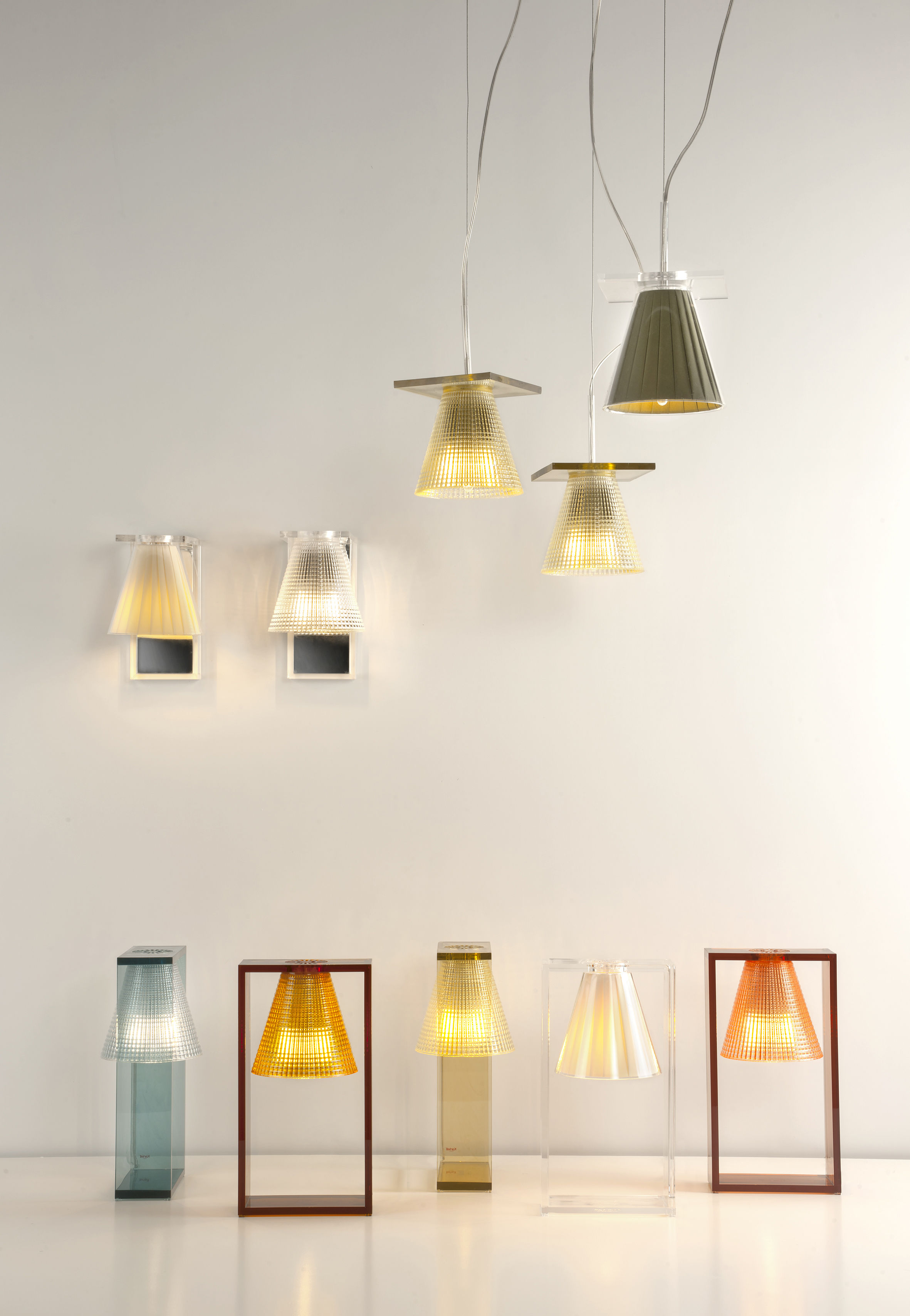 light air wall light  plastic shade cristal by kartell - zoom