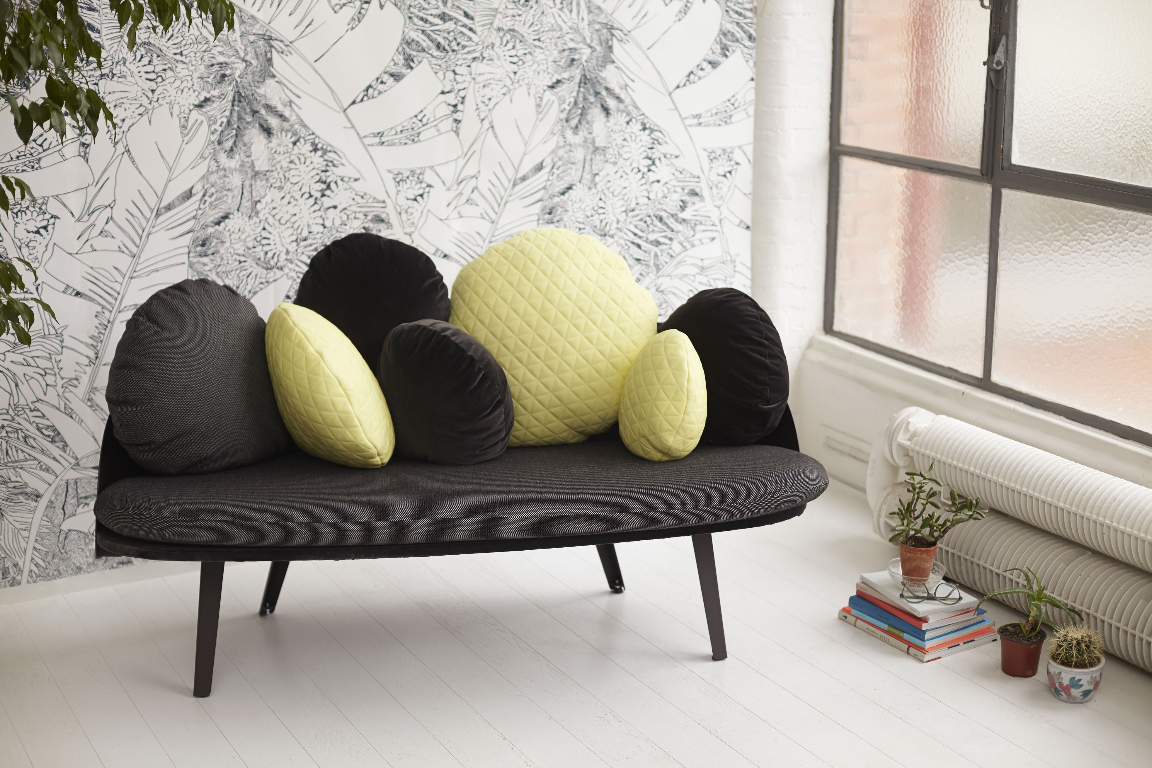 papier peint jungle 2 1 rouleau larg 48 cm noir fond blanc petite friture. Black Bedroom Furniture Sets. Home Design Ideas