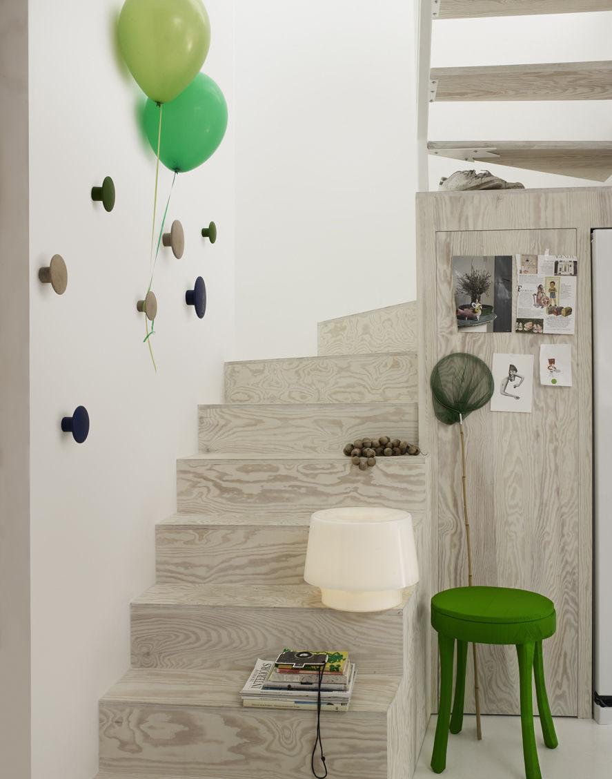 scopri appendiabiti the dots lotto da 5 appendiabiti rovere naturale di muuto made in design. Black Bedroom Furniture Sets. Home Design Ideas