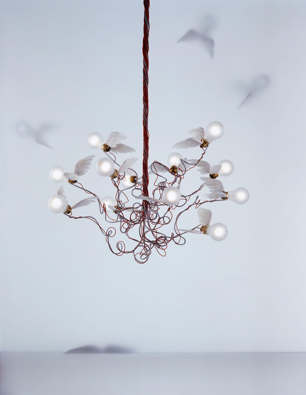 suspension birdie blanc c bles rouges ingo maurer made in design. Black Bedroom Furniture Sets. Home Design Ideas