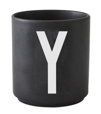 Mug Arne Jacobsen / Porcelaine - Lettre Y - Design Letters noir en céramique