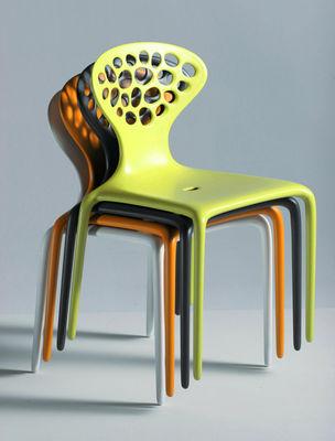 Chaise empilable supernatural plastique blanc moroso for Chaise empilable plastique