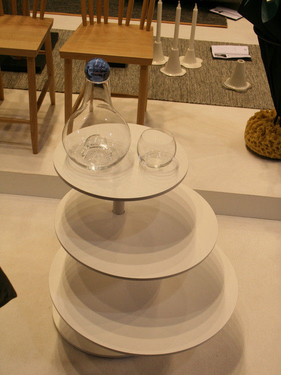 Scopri Tavolino Twist -Piani girevoli, Bianco di Design House Stockholm, Made...