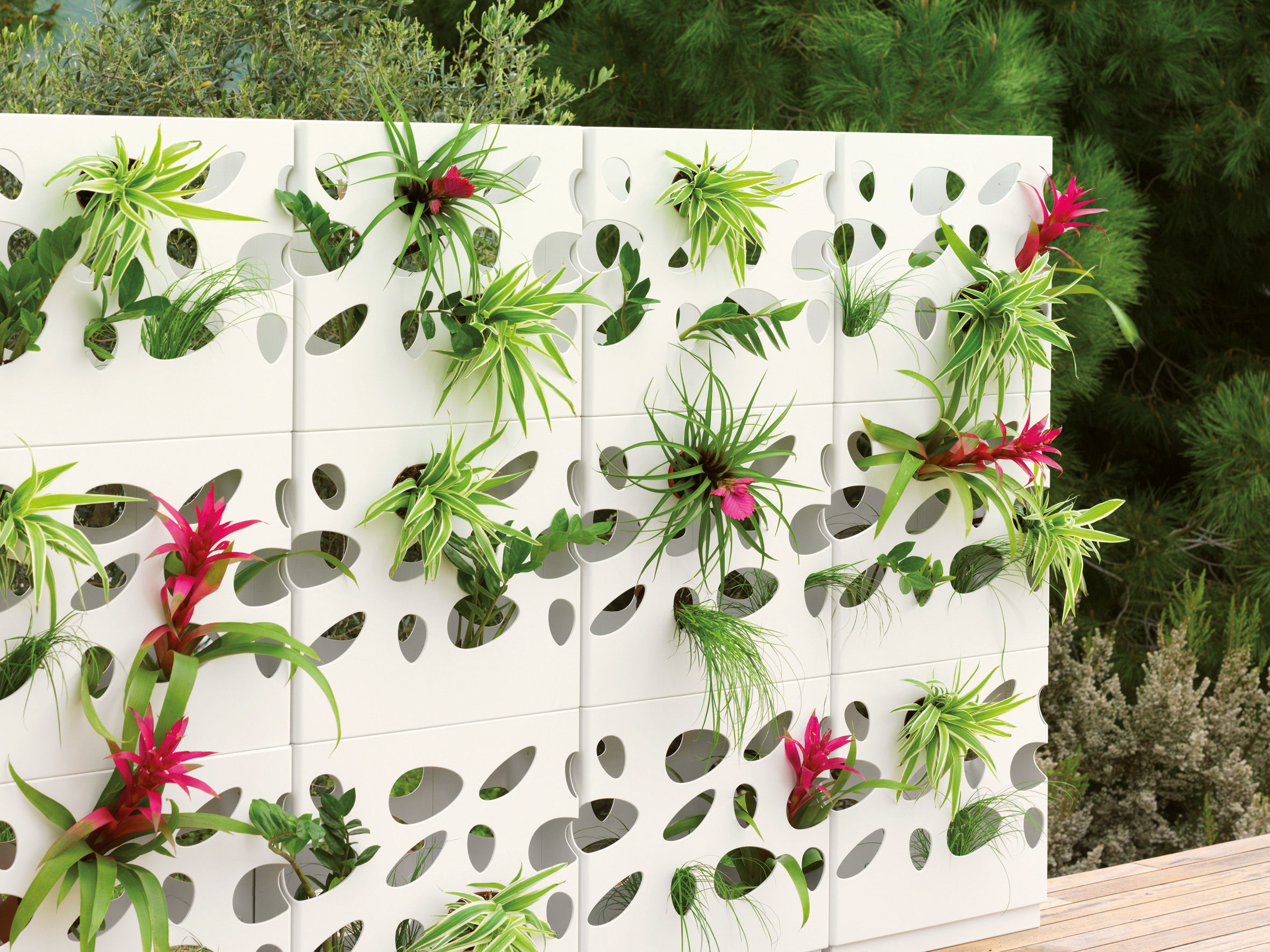 Jardini re garden wall empilable jardini re blanche viteo made in design - Jardiniere design ...