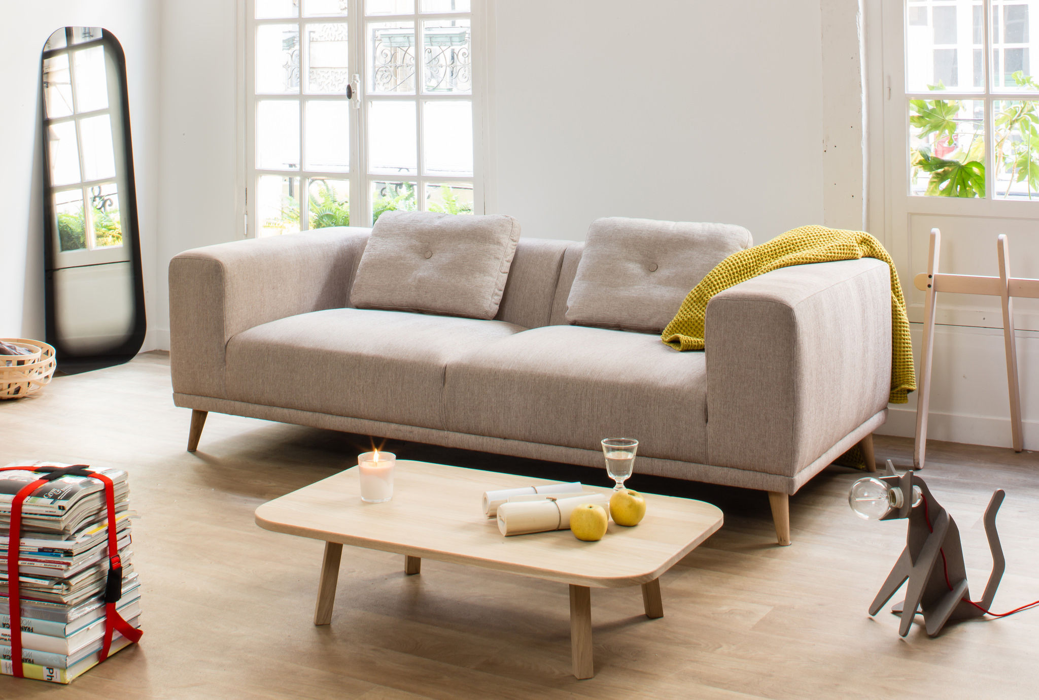 lampe de table get out chat jaune moutarde c ble gris enostudio. Black Bedroom Furniture Sets. Home Design Ideas