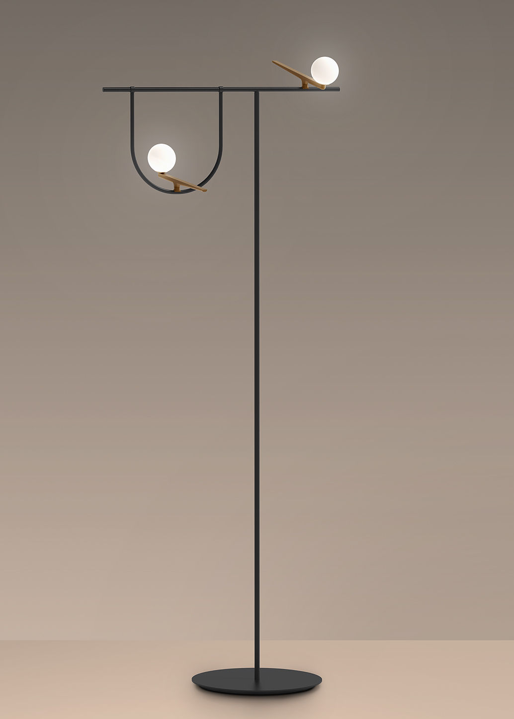 yanzi led stehleuchte messing glas schwarz messingfarben kugeln wei by artemide. Black Bedroom Furniture Sets. Home Design Ideas