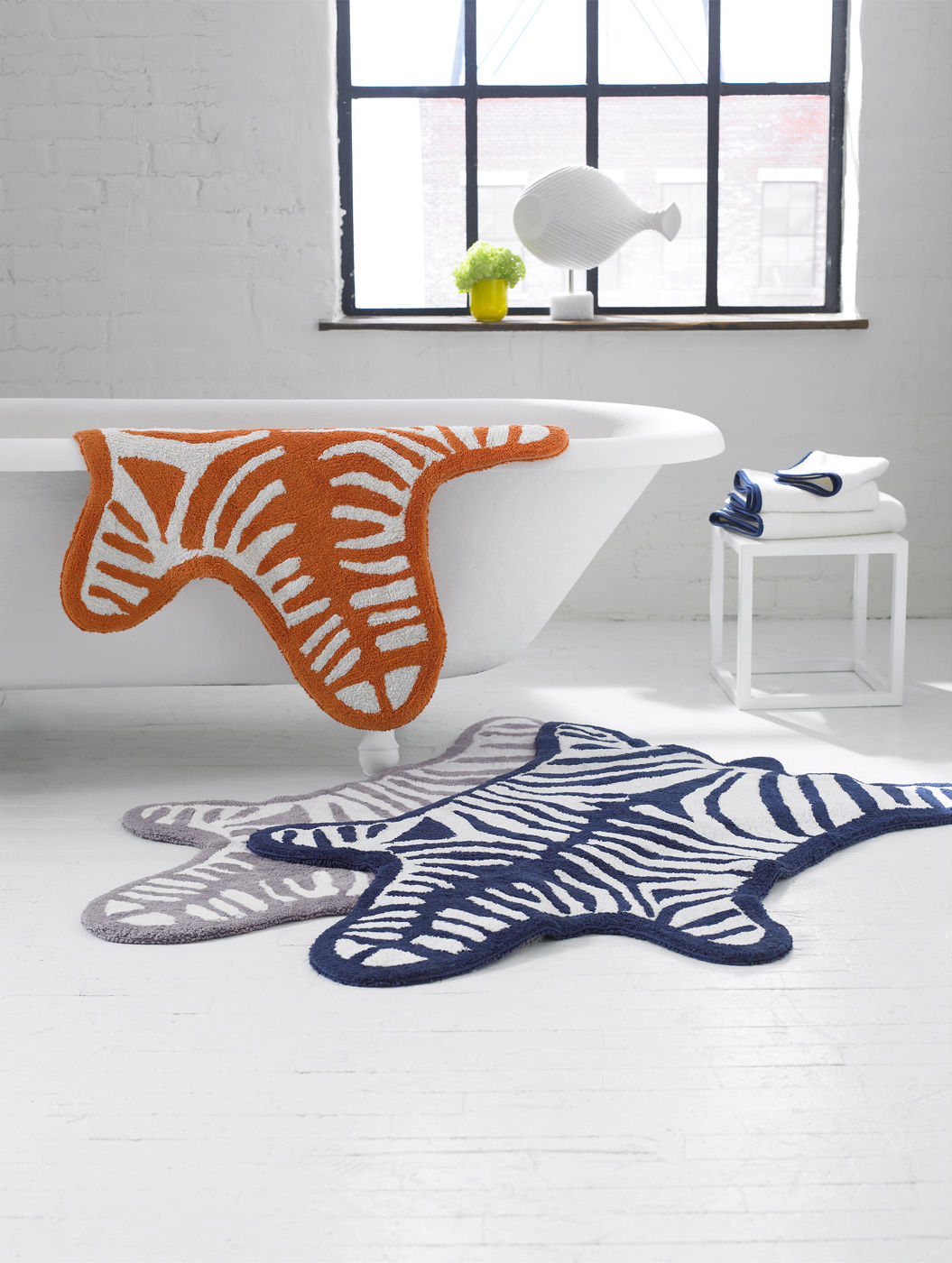 Tapis de bain zebra reversible 112 x 79 cm blanc - Tapis salle de bain bleu marine ...