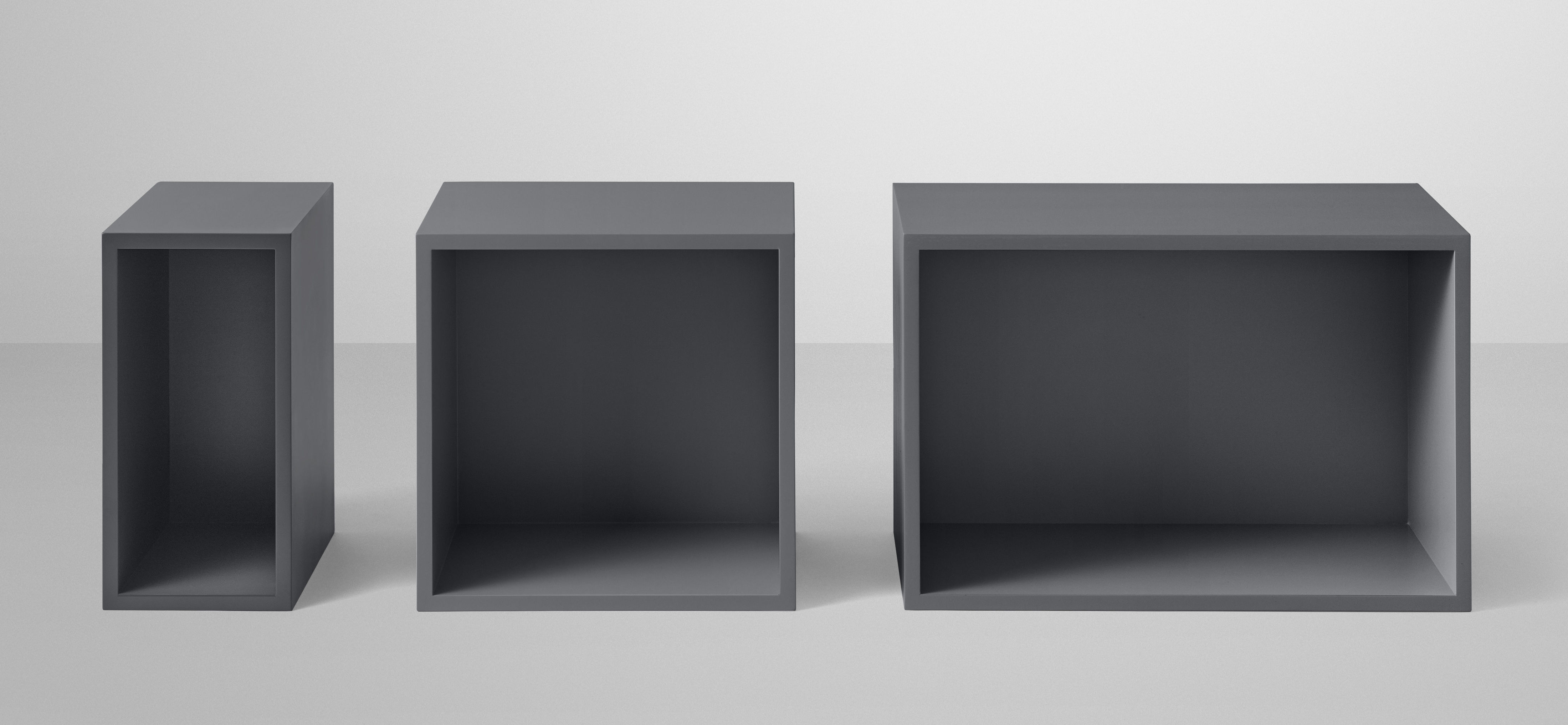 etag re stacked medium carr 43x43 cm avec fond gris fonc muuto. Black Bedroom Furniture Sets. Home Design Ideas