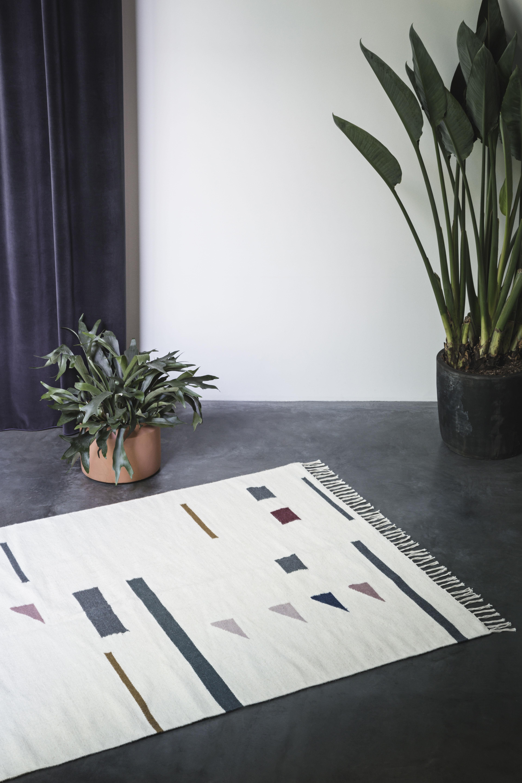 tapis kelim triangles large 140 x 200 cm 140 x 200 cm multicolore ferm living. Black Bedroom Furniture Sets. Home Design Ideas