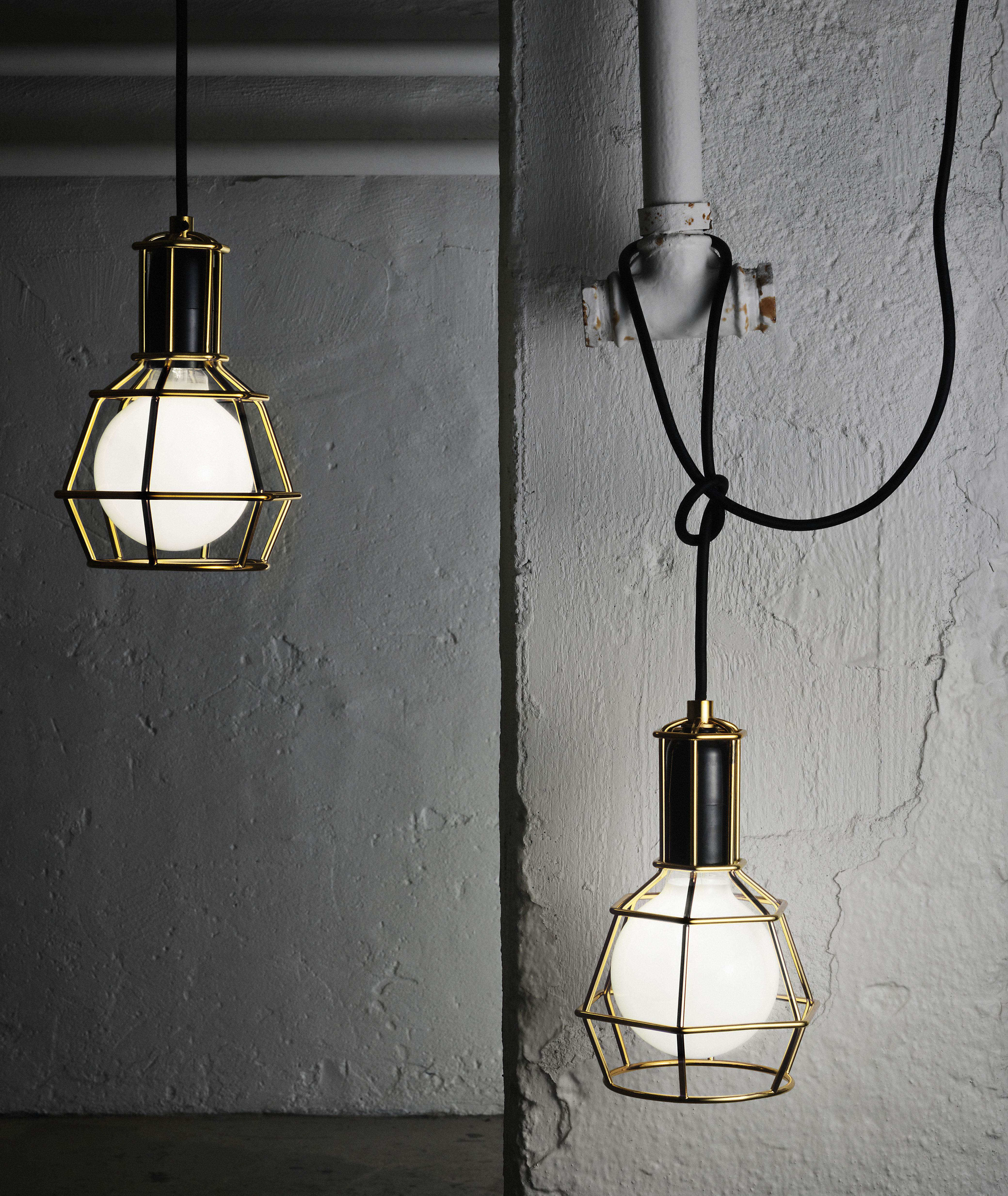 Lamp That Can Be Used As A Suspension Silver