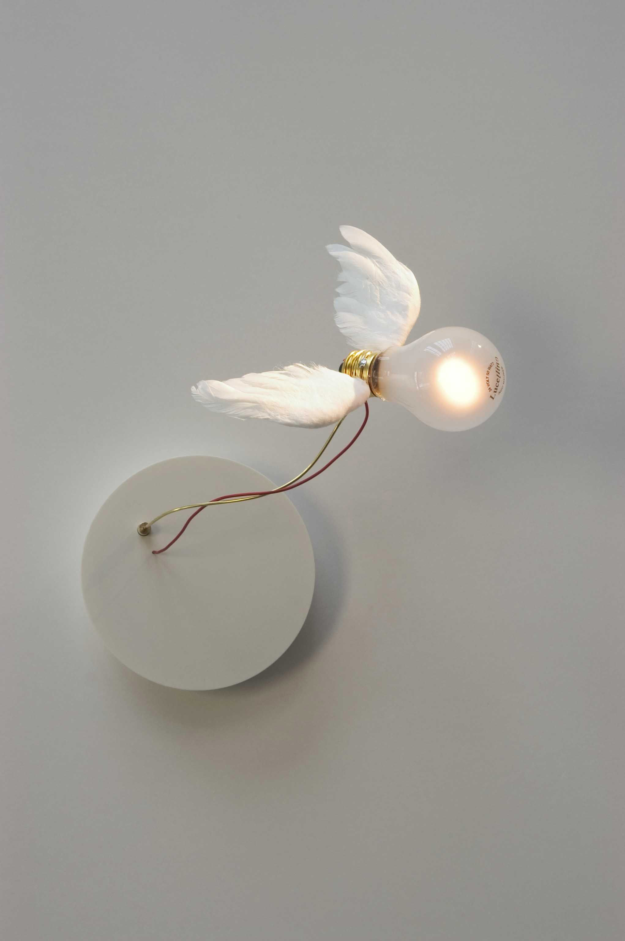 applique lucellino nt applique blanc rouge ingo maurer made in design. Black Bedroom Furniture Sets. Home Design Ideas