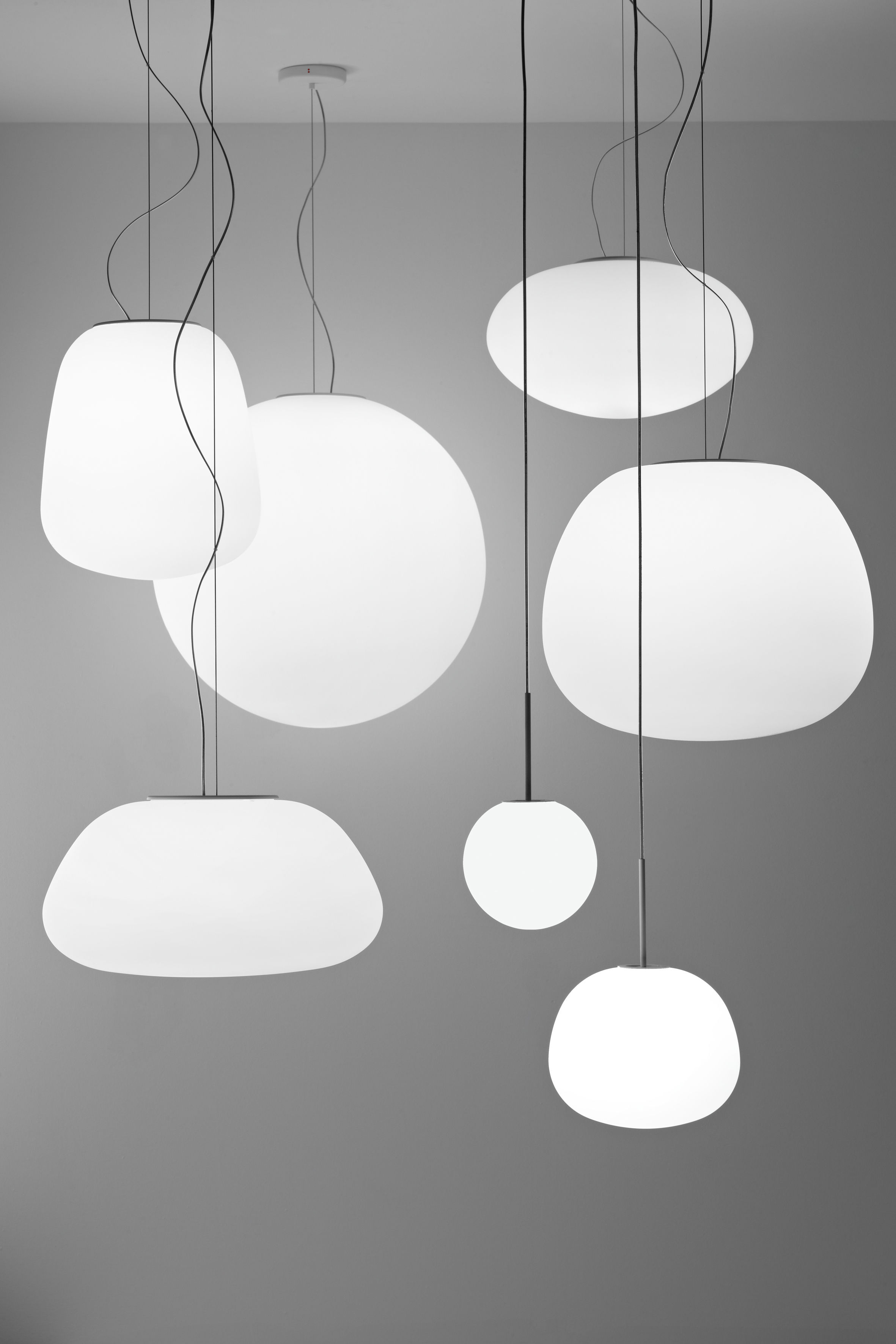 Scopri sospensione mochi 38 cm bianco 38 cm di fabbian made in design italia for Lampadari x bagno