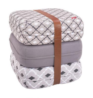 Pouf Baboesjka / 3 coussins de sol & sangle cuir - Fatboy Dimensions d'un coussin : 47 x 47 cm x H 17 cm - Dimensions des 3 coussins empilés : 47 x 47 x H 52 cm blanc,gris,noir en tissu