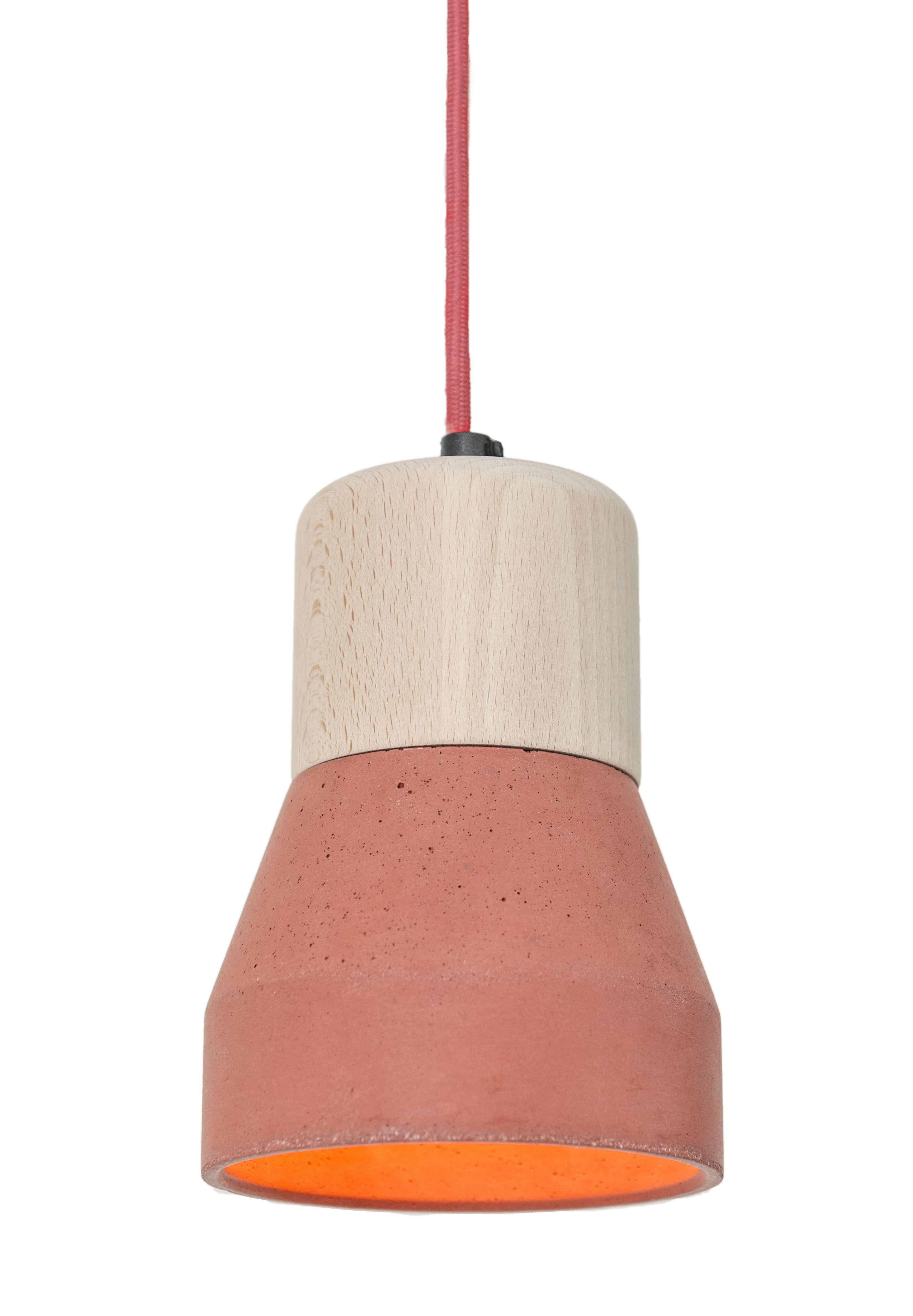 Illuminazione - Lampadari - Sospensione Cement Wood - / Ø 13 cm di Spécimen Editions - Legno / Diffusore rosso - Calcestruzzo, Faggio