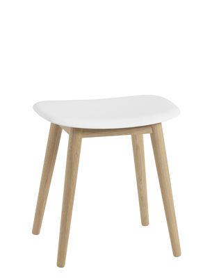 Mobilier - Tabourets bas - Tabouret Fiber / Pieds bois - H 45 cm - Muuto - Blanc / Chêne - Chêne massif, Matériau composite recyclé