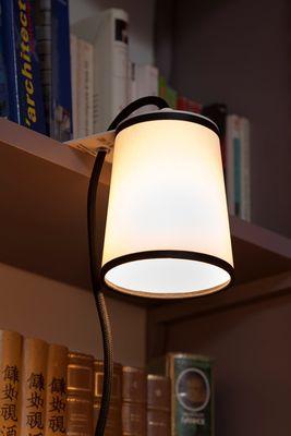 Luminaire - Lampes de table - Lampe Light Book / pour étagères et bibliothèques - Designheure - Tissu diffusant blanc / Bordure noire - Acier laqué, Tissu