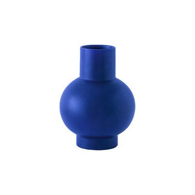 Image of Vaso Strøm Small - / H 16 cm - Ceramica / Fatta a mano di raawii - Blu - Ceramica