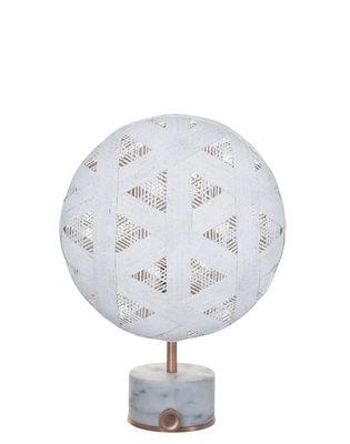 Lampe de table Chanpen Hexagon / Ø 26 cm - Motifs triangles - Forestier blanc,cuivre en tissu
