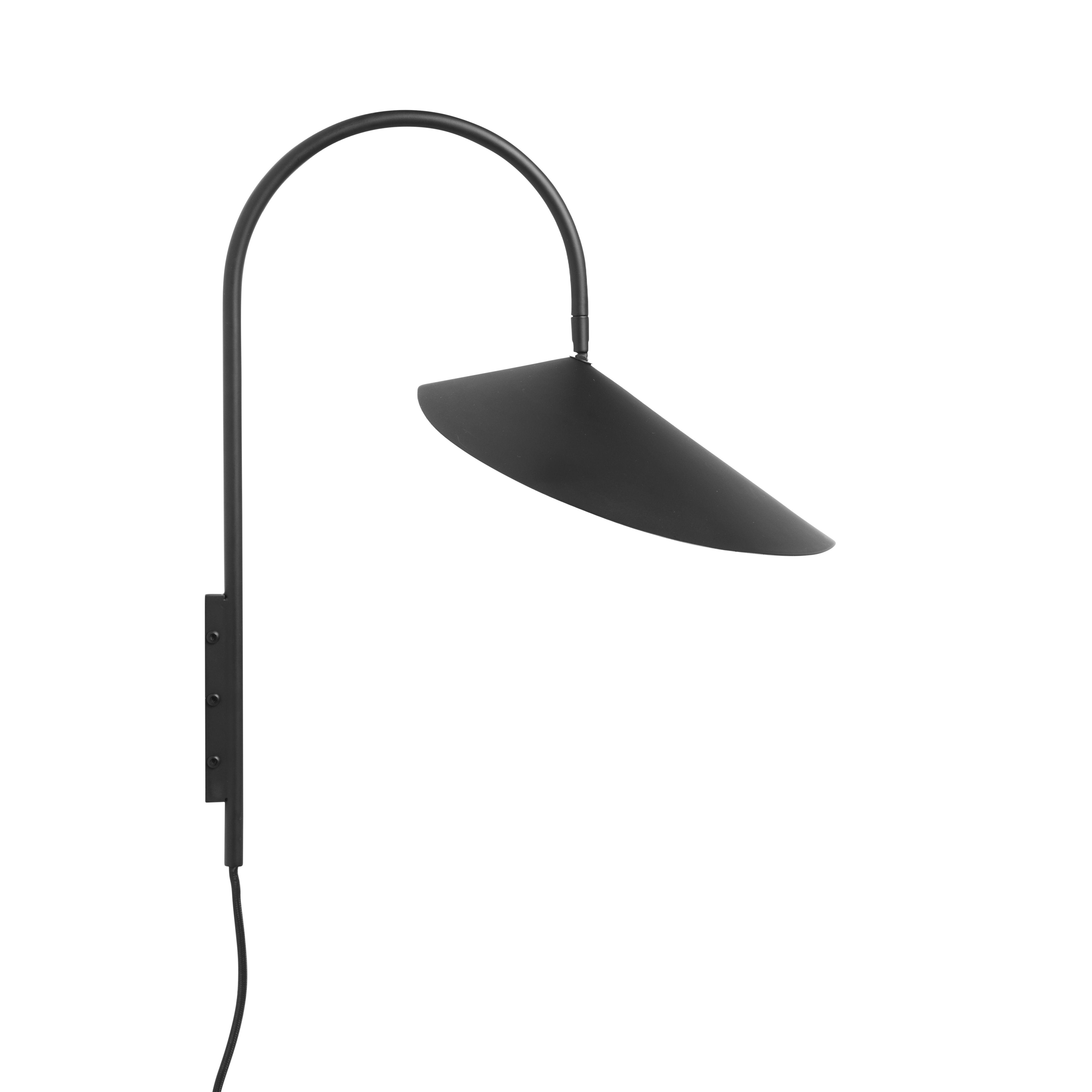 Luminaire - Appliques - Applique avec prise Arum Small / H 46 cm - Métal - Orientable - Ferm Living - Noir - Acier laqué époxy