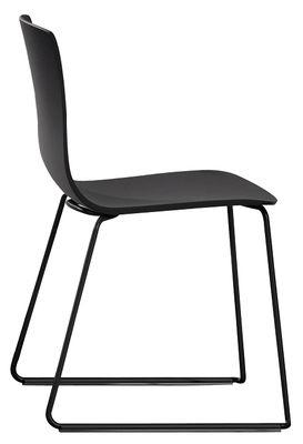 Mobilier - Chaises, fauteuils de salle à manger - Chaise empilable Aava / Pied luge - Arper - Noir / Pied noir - Acier laqué, Polypropylène