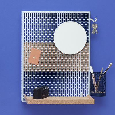 Mobilier - Meubles de rangement - Rangement mural Pinorama S / H 50 cm - Miroir Ø 18,5 cm / Avec 4 accessoires - Hay - Bleu clair / Etagère liège - Acier peint, Liège