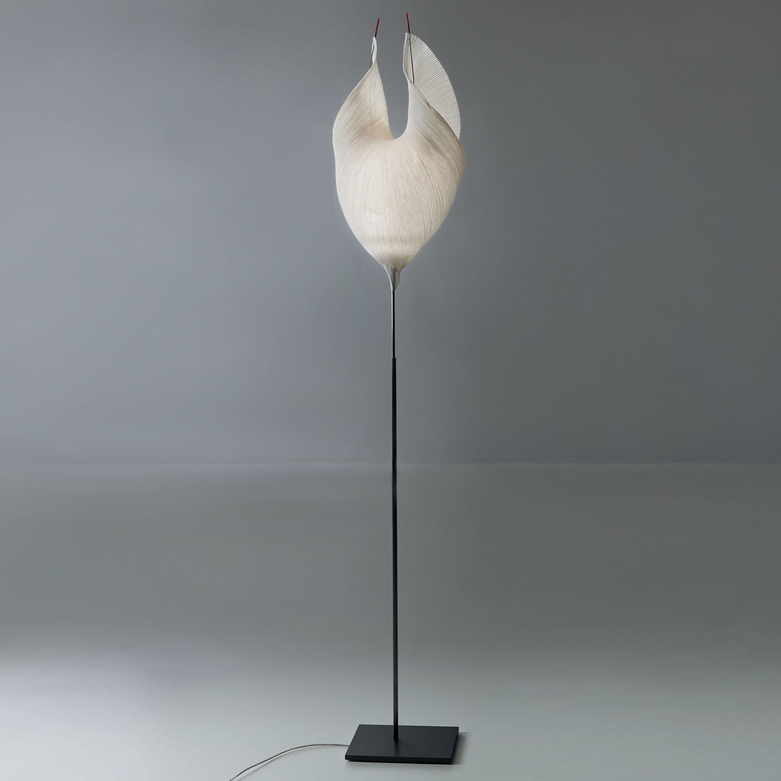 Leuchten - Stehleuchten - The MaMo Nouchies LED Stehleuchte / Babadul - Ingo Maurer - Beige - lackiertes Metall, Papier japonais