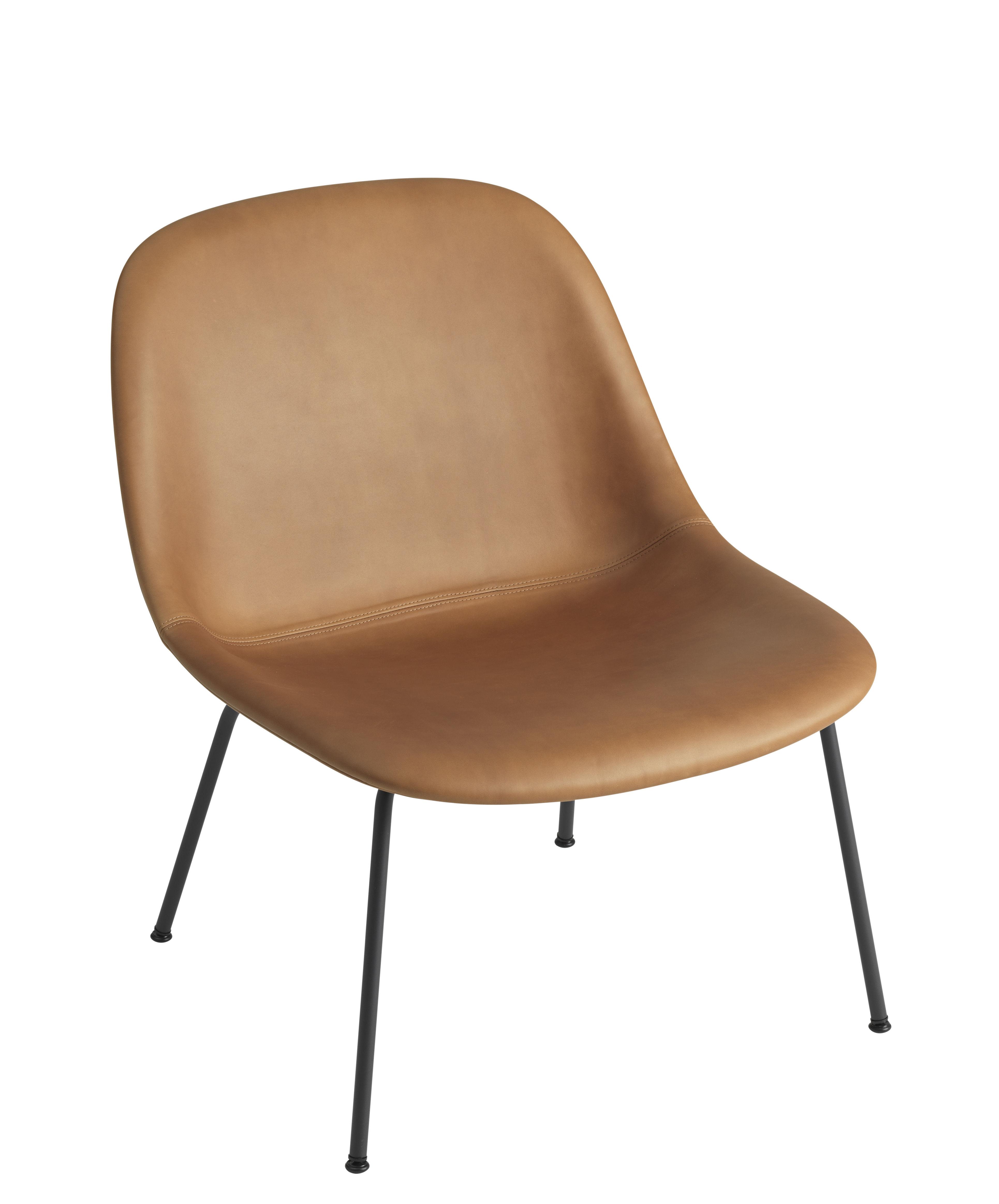 Mobilier - Fauteuils - Fauteuil bas Fiber Lounge / Rembourré - Pieds métal - Cuir - Muuto - Cognac / Pieds noirs - Acier, Cuir, Matériau composite