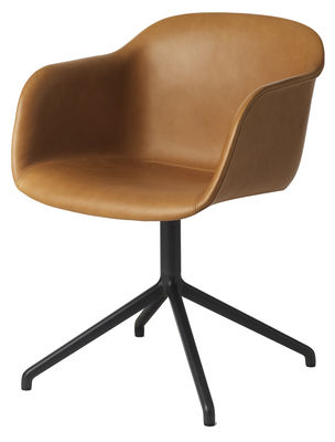 Mobilier - Chaises, fauteuils de salle à manger - Fauteuil pivotant Fiber / Rembourré - Cuir intégral - Muuto - Cuir Cognac / Pieds noirs - Acier peint, Cuir, Matériau composite recyclé
