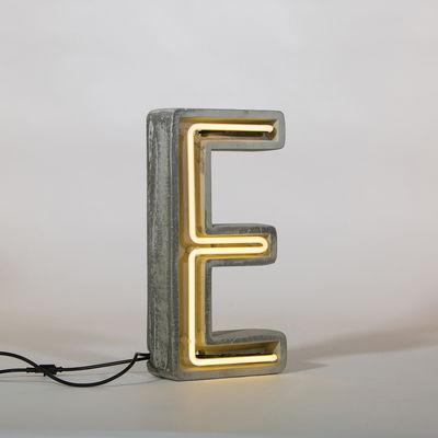 Néon Alphacrete Tischleuchte / Buchstabe E - Seletti - Weiß,Grau