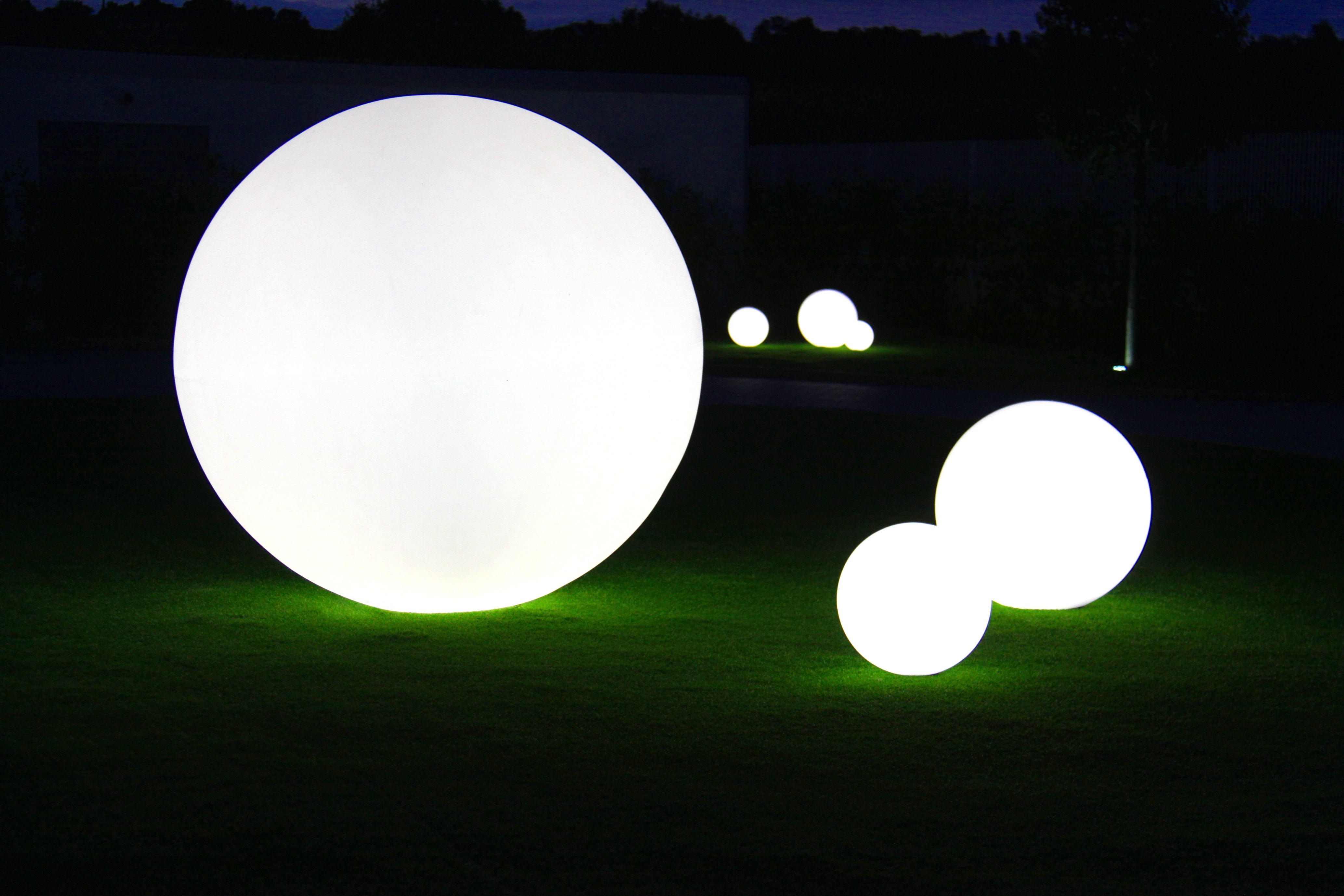 Scopri lampada da pavimento globo Ø cm per l esterno munita