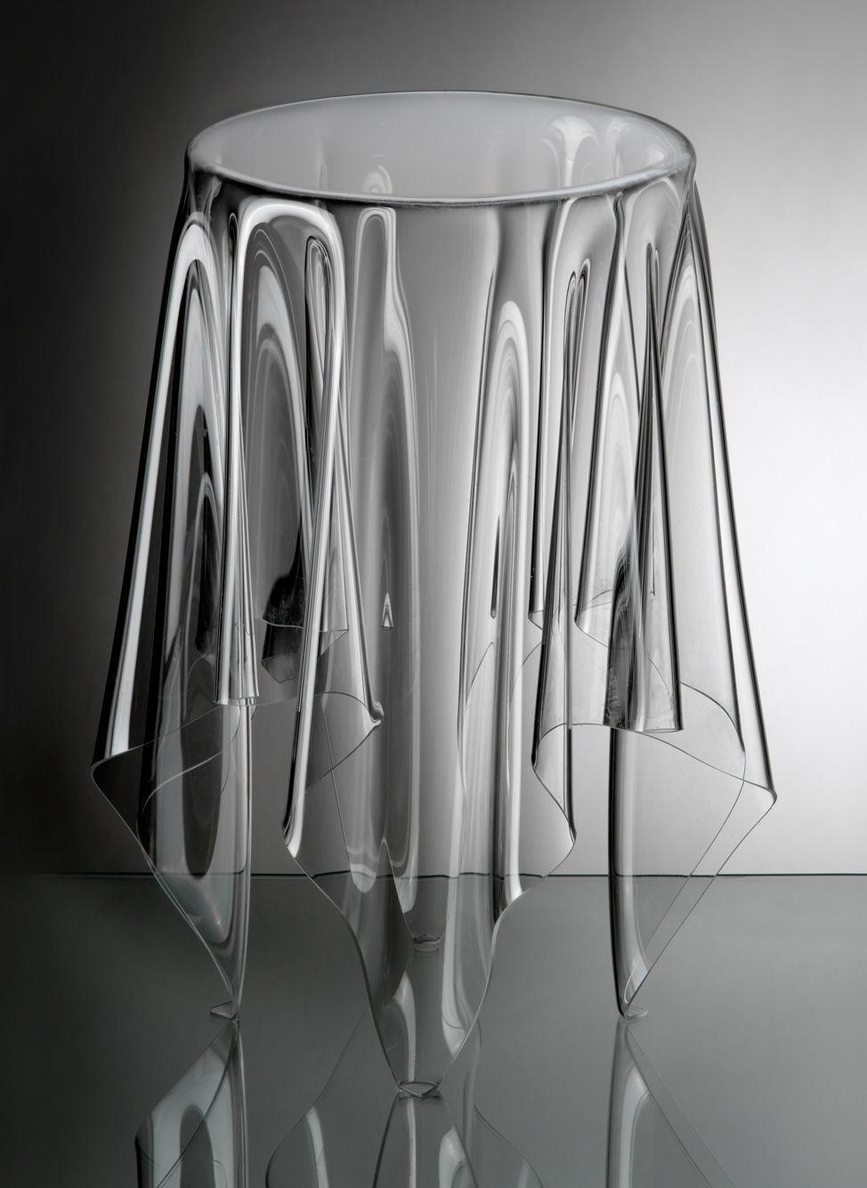 Möbel - Couchtische - Tall Illusion Couchtisch / H 56 cm x Ø 32 cm - Essey - Transparent - PMMA, Polyacryl