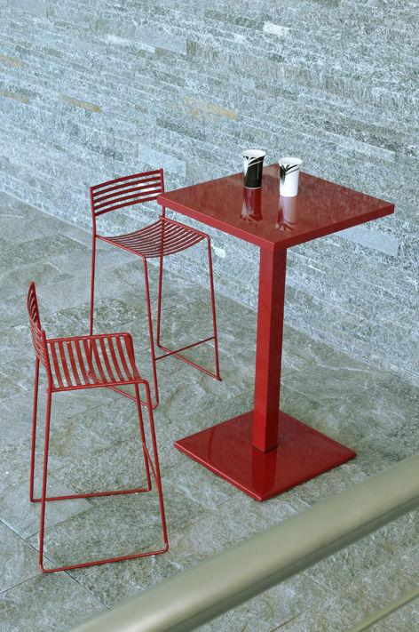 Tavolo bar alto round di emu nero made in design for Arredamento in saldo