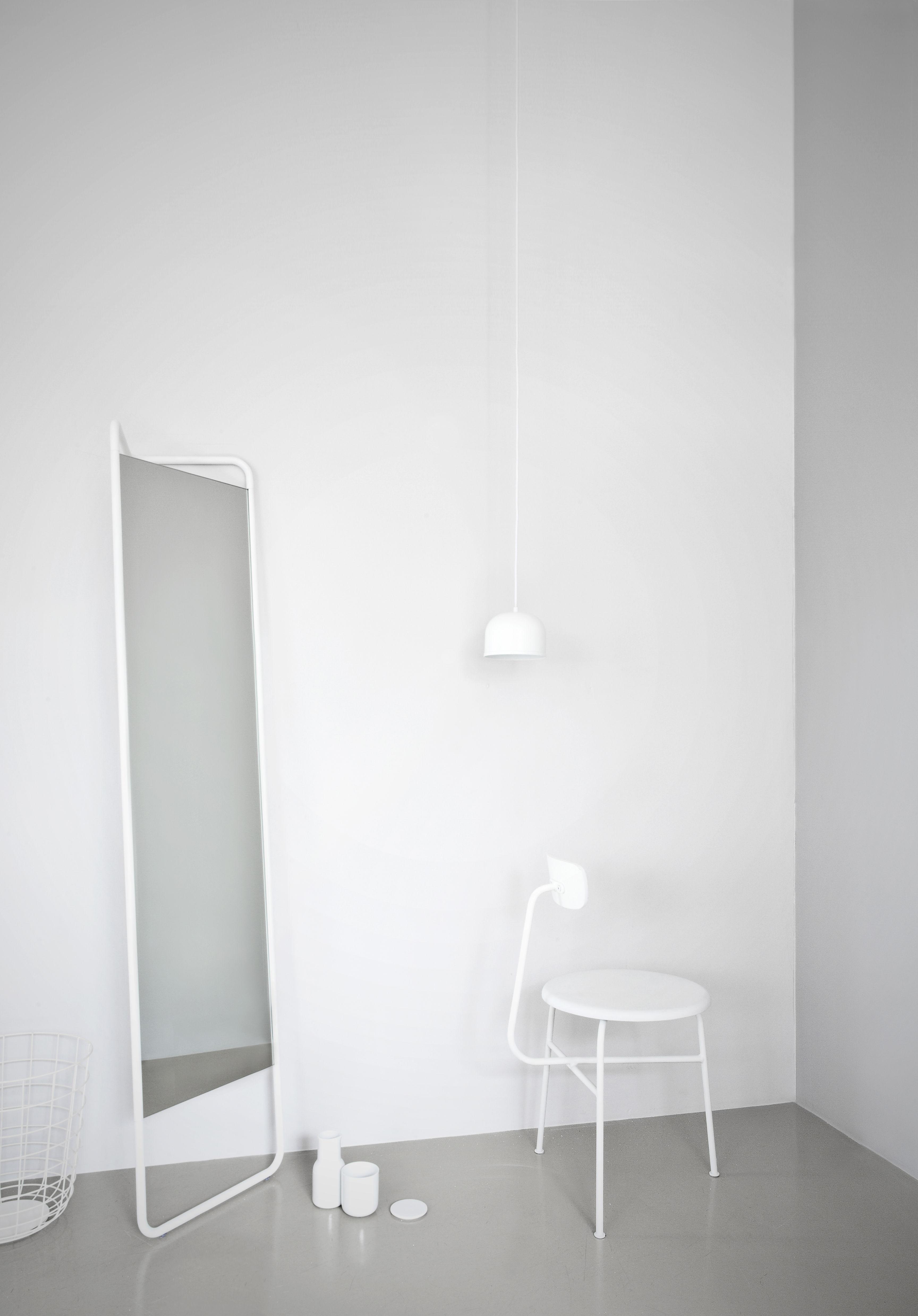 miroir sur pied kaschkasch menu blanc l 42 x h 175 made in design. Black Bedroom Furniture Sets. Home Design Ideas