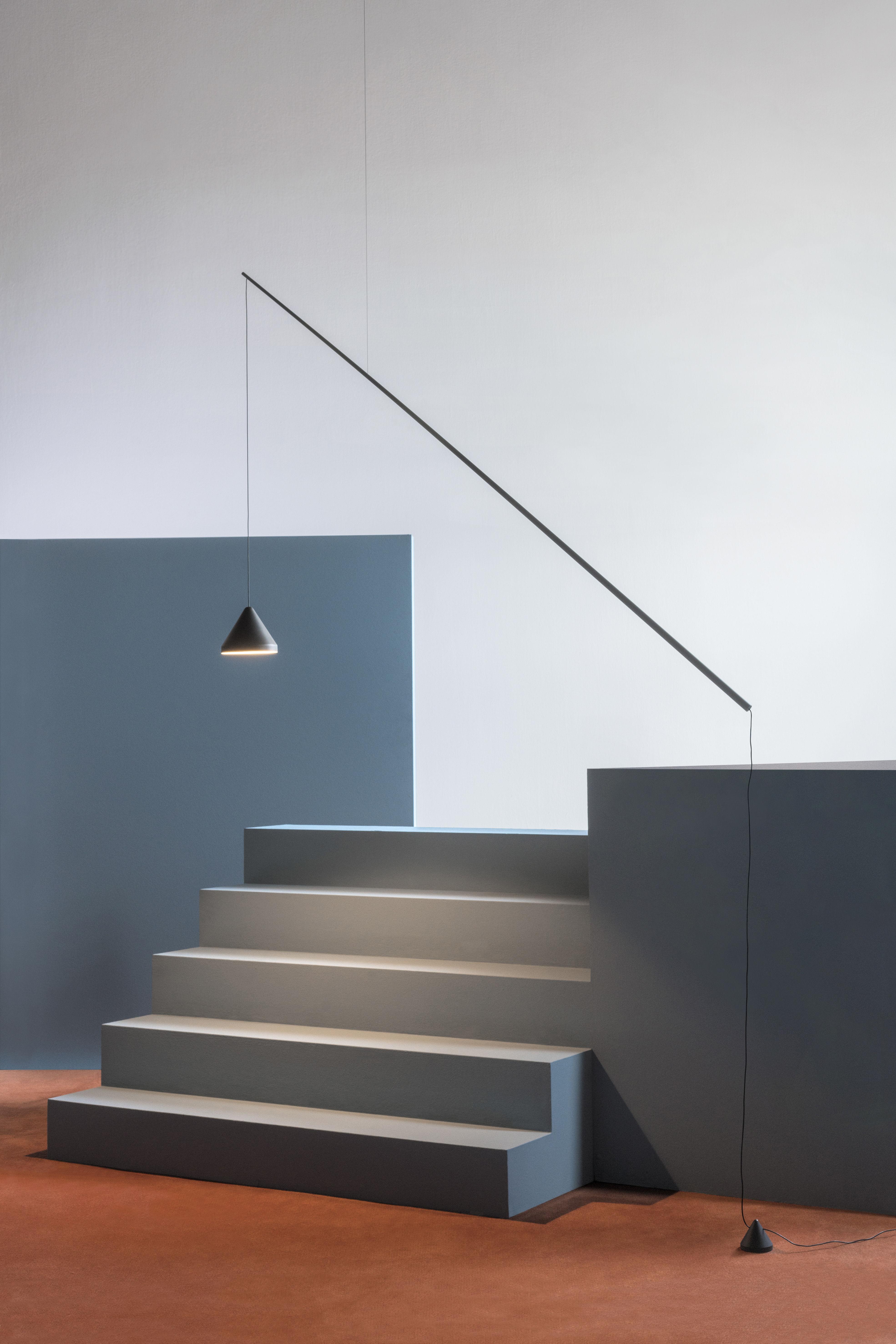 lampadaire north suspendu orientable led laqu graphite mat vibia made in design. Black Bedroom Furniture Sets. Home Design Ideas