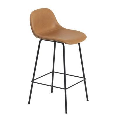 Mobilier - Tabourets de bar - Chaise de bar Fiber Bar / H 65 cm - Cuir & pieds métal - Muuto - Cuir Cognac / Pied noir - Acier peint, Cuir pleine fleur, Matériau composite recyclé