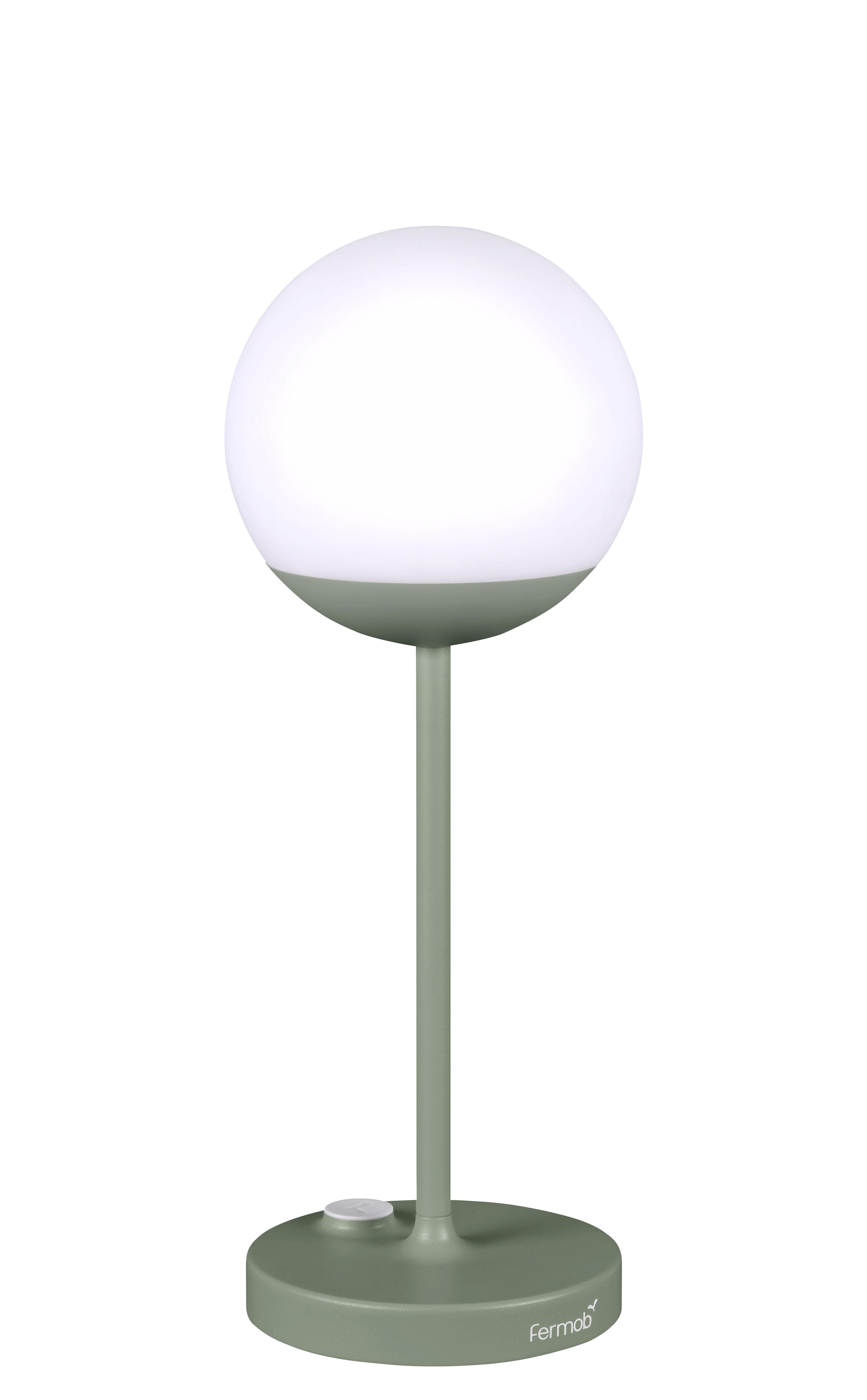 lampe ohne kabel mooon led von fermob gr n made in design. Black Bedroom Furniture Sets. Home Design Ideas