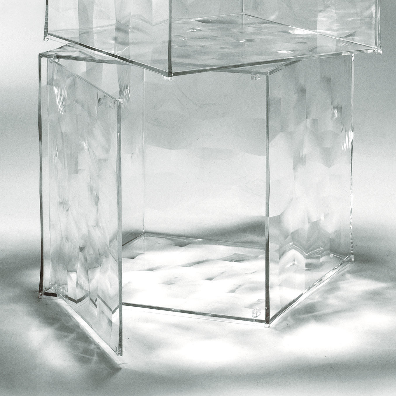 Furniture - Coffee Tables - Optic Storage - With door by Kartell - Cristal - PMMA