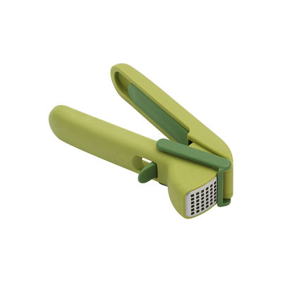 Kitchenware - Kitchen Equipment - CleanForce Garlic crusher - / Easy to clean by Joseph Joseph - Green - Plastic material, Stainless steel