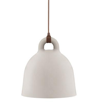 Leuchten - Pendelleuchten - Bell Pendelleuchte klein - Normann Copenhagen - Ø 35 cm x H 37 cm - sandfarben, matt & Innenseite weiß - Aluminium