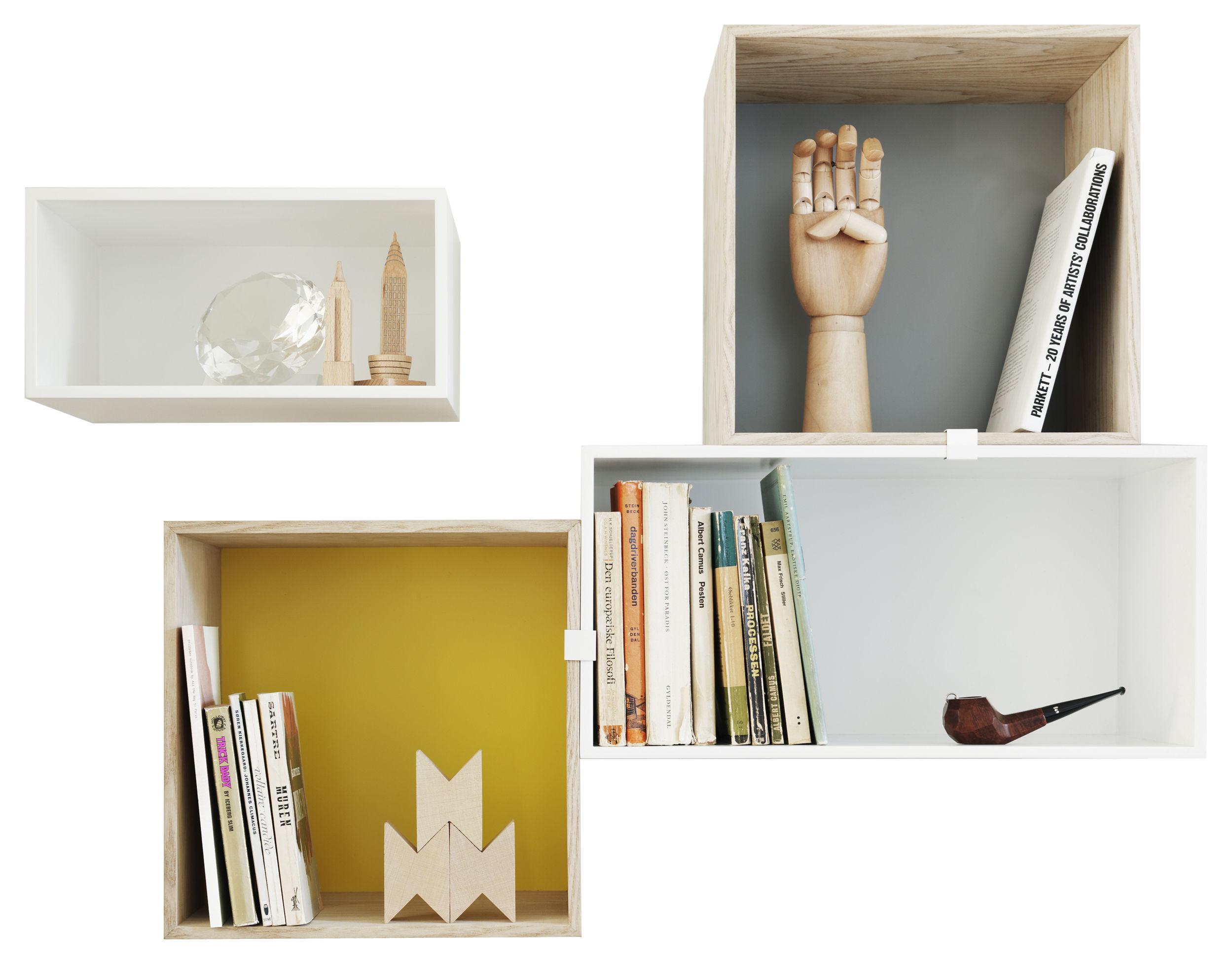 Möbel - Regale und Bücherregale - Mini Stacked Regal Kombination 4 / 4 Module - Muuto - Weiß / Esche / Rückwände gelb & grau - Holzfaserplatte
