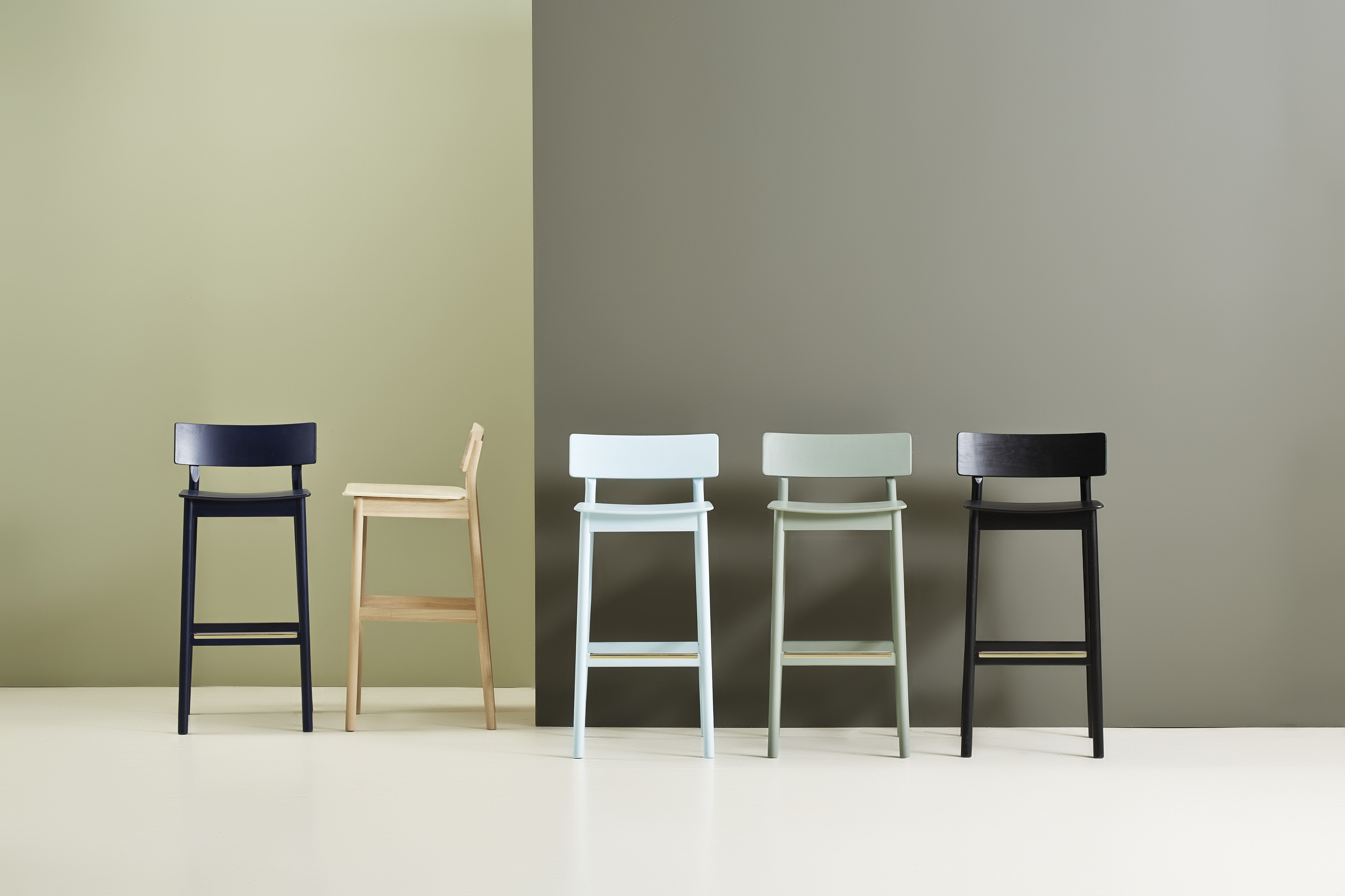 Pause sgabello bar by woud made in design