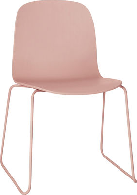 Mobilier - Chaises, fauteuils de salle à manger - Chaise empilable Visu / Bois - Pied traineau - Muuto - Structure rose / assise rose - Acier peint, Chêne verni