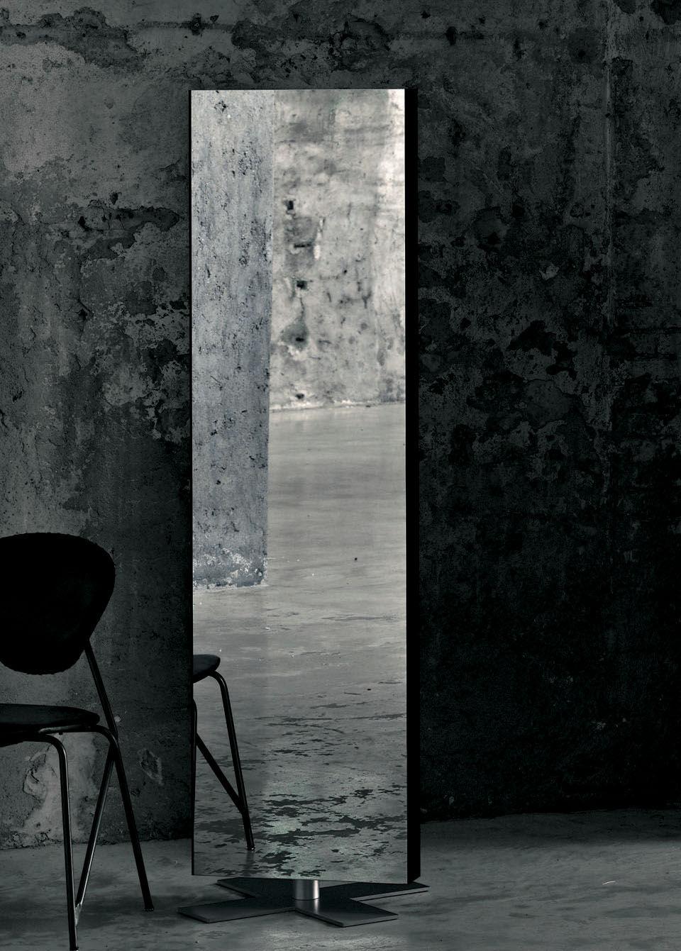 miroir sur pied giano poser au sol l 50 x h 180 cm laqu noir glas italia made in design. Black Bedroom Furniture Sets. Home Design Ideas