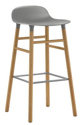 Mobilier - Tabourets de bar - Tabouret de bar Form / H 75 cm - Pied chêne - Normann Copenhagen - Gris / chêne - Chêne, Polypropylène
