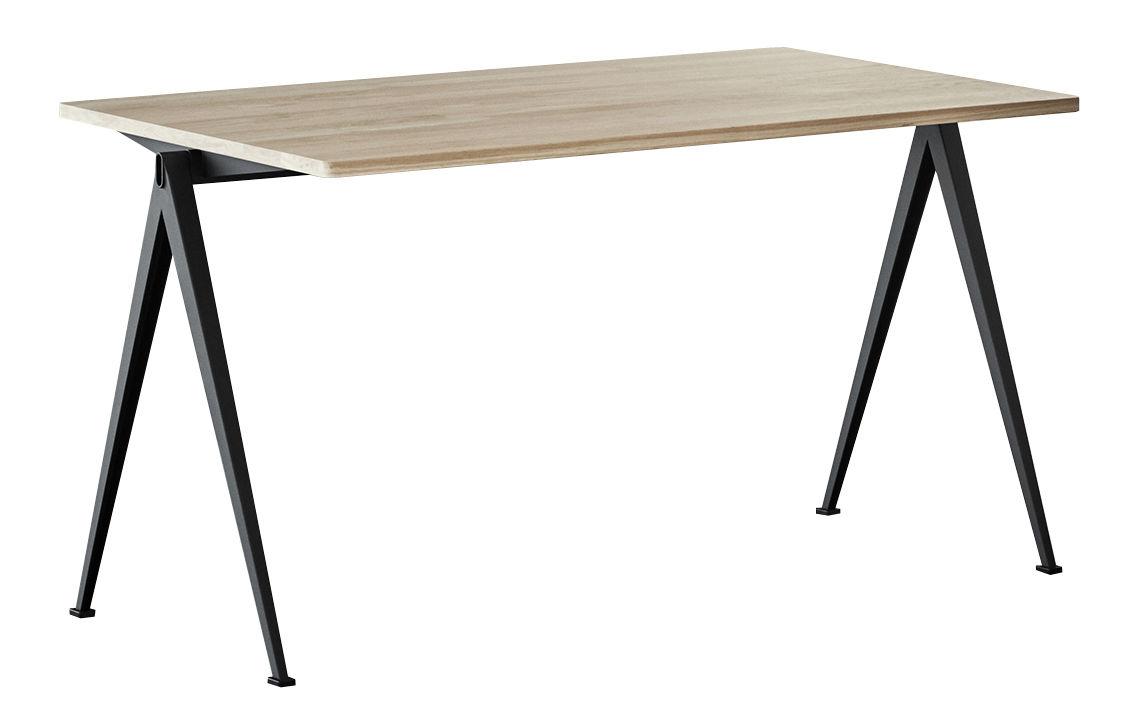 Möbel - Büromöbel - Pyramid n°01 Tisch / 140 x 65 cm - Neuauflage des Originals von 1959 - Hay - 140 x 65 cm / Eiche hell & schwarz - Eiche, lackierter Stahl