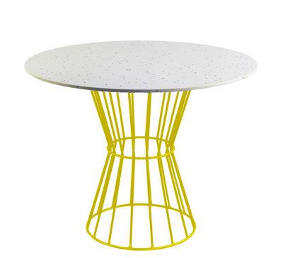 Table ronde Confetti 120 / Terrazzo & métal grillagé - Houtique blanc,jaune en métal