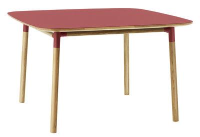 Table Form / 120 x 120 cm - Normann Copenhagen rouge,chêne en matière plastique