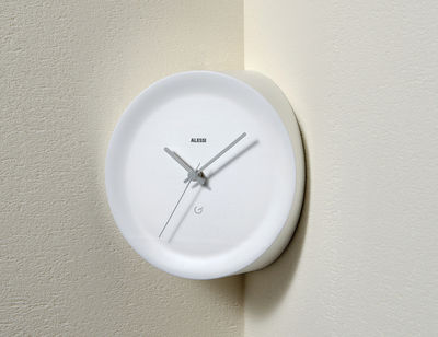 Interni - Orologi  - Orologio a parete Ora In da spigolo / Ø 21 x H 13 cm - Alessi - Bianco / Lancette grigie - Resina termoplastica