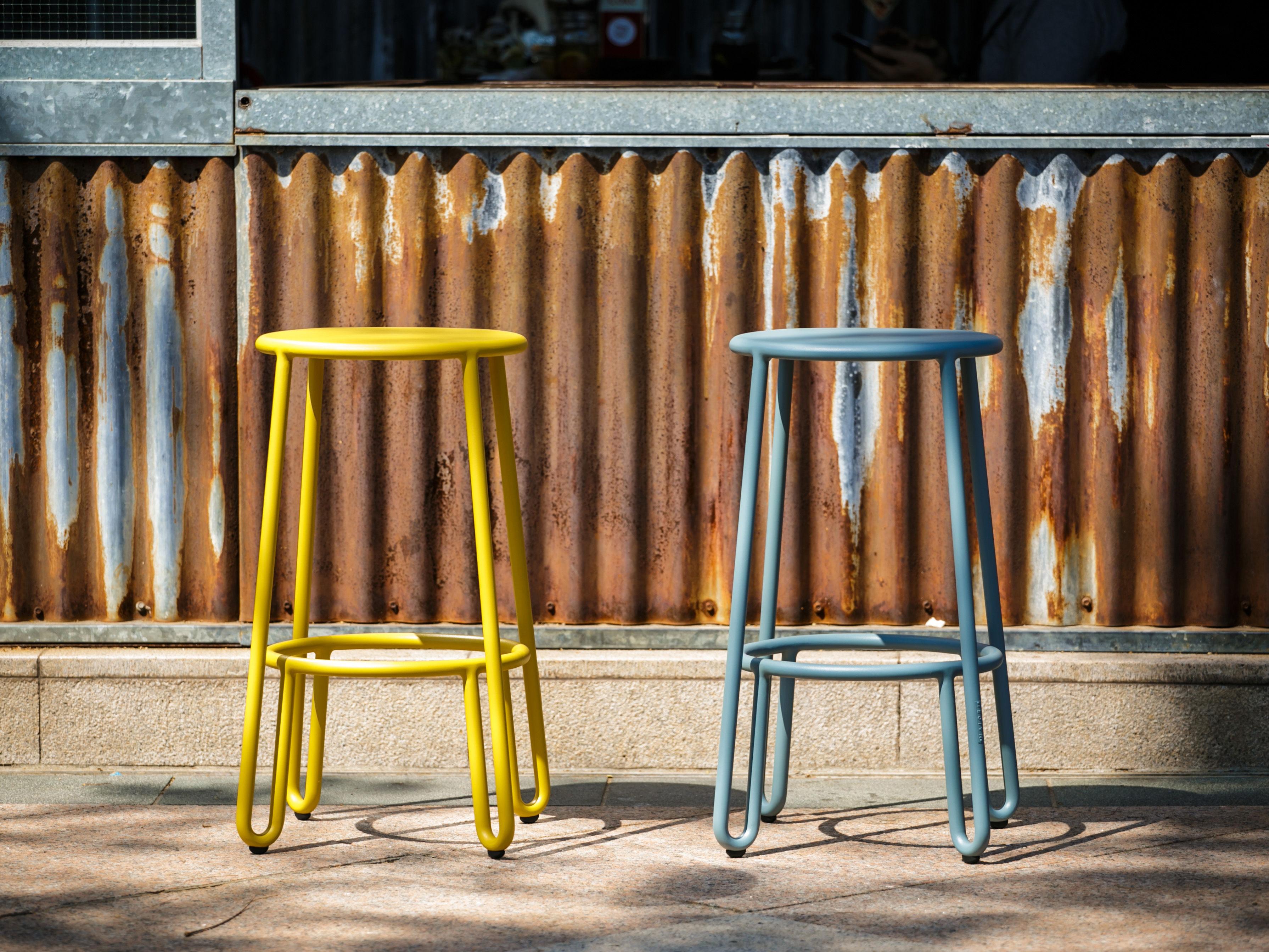 Huggy tavolo bar alto sgabelli da bar h cm senape by